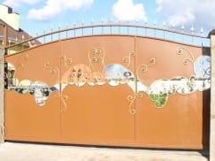 Ворота арочные откатные с элементами ковки